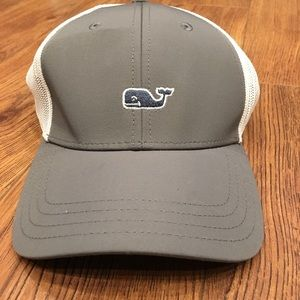 Vineyard vine trucker hat